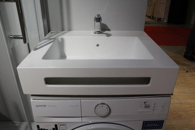 Раковина для стиральной машины с углублением